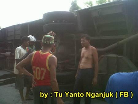 Akibat rem Blong, Bus Sugeng Rahayu Terguling di Nganjuk Jatim, 2 meninggal dunia 02 pertamax7.com