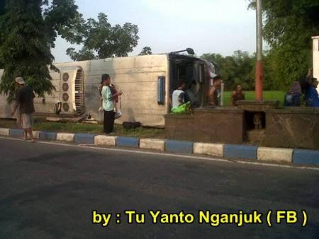 Akibat rem Blong, Bus Sugeng Rahayu Terguling di Nganjuk Jatim, 2 meninggal dunia 04 pertamax7.com