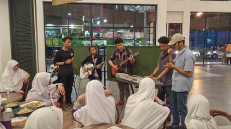 Aktivitas outdoor Charity Campaign Online Y2C (Yamaha Youth Campaign) di Jakarta (2)