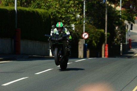 james hillier test kawasaki ninja H2R Isle Man of TT reach 333 KPH on GPS