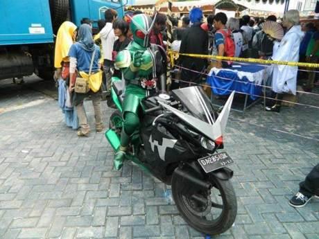 Kamen Rider Keliling Banjarbaru Kalsel naik Honda CBR150R cari takjil 00 pertamax7.com