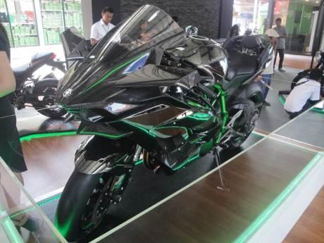 Kawasaki Ninja H2R pekan raya jakarta 2015 00 pertamax7.com