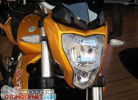 Modifikasi Benelli TNT 250 Emas Pekan Raya Jakarta 2015 benelli-tnt-250-jakarta-fair-2015-1Pertamax7.com