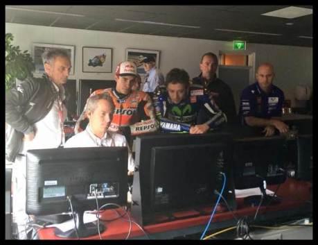 rossi dan marquez mengamati race direction analisis hasil balap motogp assen 2015