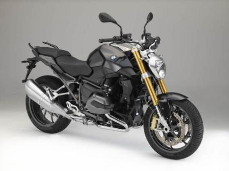 2015-BMW-R1200RS-studio-32