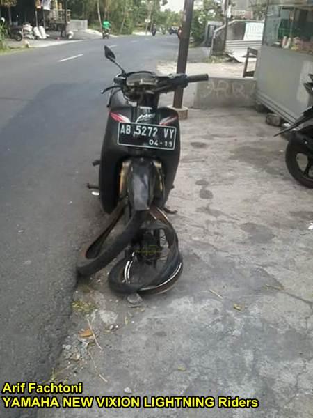 Adu Kambing lawan Honda Grand, yamaha New Vixion shock depan patah di Jogja 02 pertamax7.com