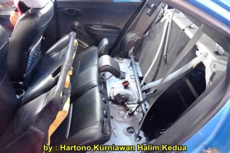 Aksi Heroik Sopir Taxi Blue Bird Selamatkan Koper Penumpang di bagasi yang Macet bersama Ibu Srikandi Penolong 23 pertamax7.com
