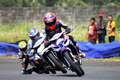 Awhin Sanjaya (198) pemenang kelas YCR 3 di seri 4 Yamaha Cup Race di Gunung Peusar Tasikmalaya