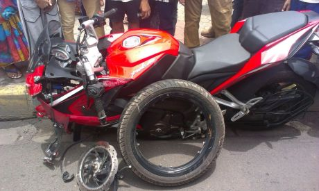 Bajaj-Pulsar-RS200-Accident-7