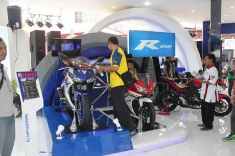 Barisan R Series Yamaha di Jakarta Fair 2015