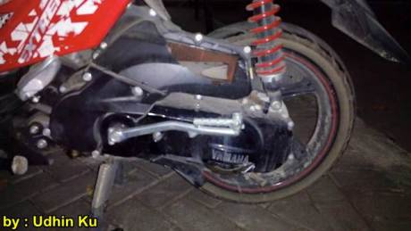 Cover CVT Yamaha X-ride ini Pecah ditabrak Honda CB150R sruntulan 00 pertamax7.com
