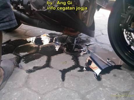 kawasaki Z1000 remuk kecelakaan tabrak motor bebek yang belok 02 pertamax7.com