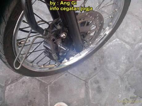 kawasaki Z1000 remuk kecelakaan tabrak motor bebek yang belok 04 pertamax7.com