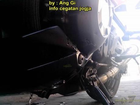 kawasaki Z1000 remuk kecelakaan tabrak motor bebek yang belok 06 pertamax7.com