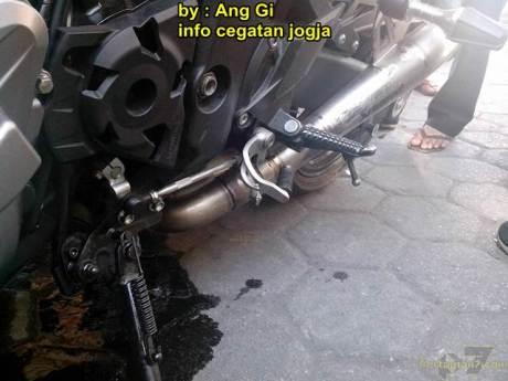 kawasaki Z1000 remuk kecelakaan tabrak motor bebek yang belok 07 pertamax7.com