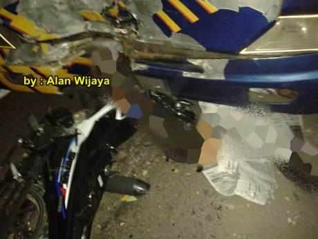 kecelakaan suzuki satria F masih baru belum pakai pelat nomer tabrak bus doa ibu di sidareja cilacap