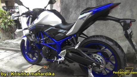 Modifikasi Yamaha MT 25 Biru Pakai Headlamp Projie Asal