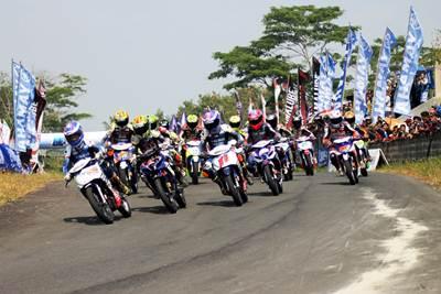 Para pebalap di race kelas YCR 3 seri 4 Yamaha Cup Race di Gunung Peusar Tasikmalaya