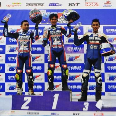 Podium kelas Exhibition Z1 Yamaha Cup Race Seri 4 di sirkuit Gunung Peusar Tasikmalaya