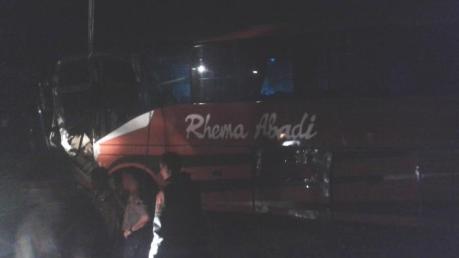 Toyota Corolla Ringsek Pasca Kecelakaan Karambol dihantam Rhema Abadi di Jalan raya Kopeng Semarang 01 Pertamax7.com