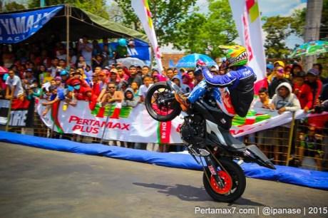 Aksi Wawan tembong free Style Yamaha MT-25 Hibur Masyarakat Pati di Yamaha Cup race seri 5 pertamax7.com_-20