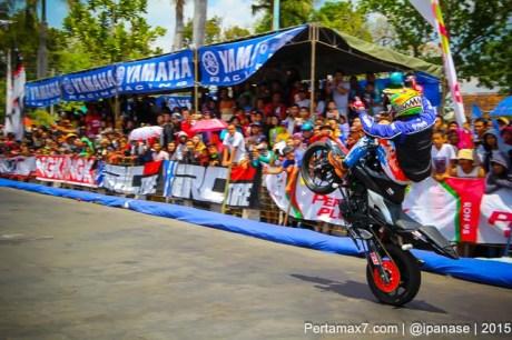 Aksi Wawan tembong free Style Yamaha MT-25 Hibur Masyarakat Pati di Yamaha Cup race seri 5 pertamax7.com_-21