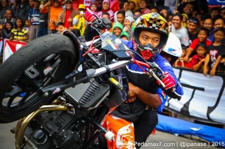 Aksi Wawan tembong free Style Yamaha MT-25 Hibur Masyarakat Pati di Yamaha Cup race seri 5 pertamax7.com_-60