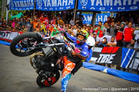 Aksi Wawan tembong free Style Yamaha MT-25 Hibur Masyarakat Pati di Yamaha Cup race seri 5 pertamax7.com_-63