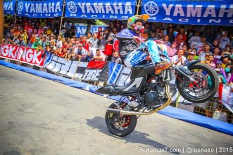 Aksi Wawan tembong free Style Yamaha MT-25 Hibur Masyarakat Pati di Yamaha Cup race seri 5 pertamax7.com_-70
