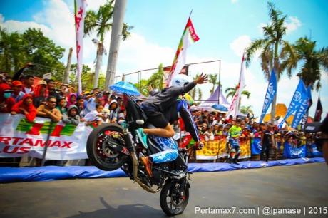 Aksi Wawan tembong free Style Yamaha MT-25 Hibur Masyarakat Pati di Yamaha Cup race seri 5 pertamax7.com_-79