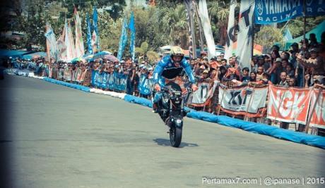 Aksi Wawan tembong free Style Yamaha MT-25 Hibur Masyarakat Pati di Yamaha Cup race seri 5 pertamax7.com_