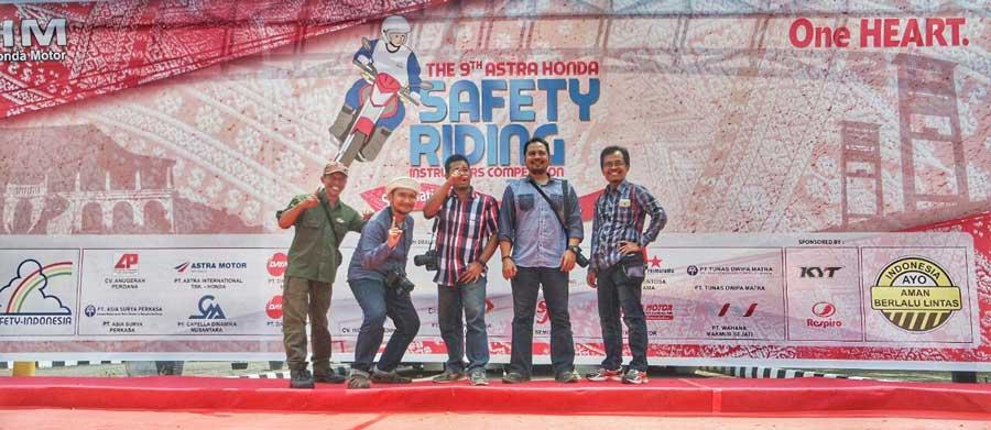 blogger-astra-honda-dafety-riding-instructor-competition-ke-9-palembang-2015