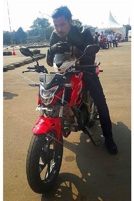 Dinaiki Chicco Jerikho, Headlamp All New Honda CB150R nampak Kecil nan Pas, Awas celengan bubar pertamax7.com