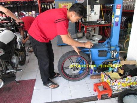Ganti Ban Michelin Pilot Street Radial buat Yamaha New Vixion di Mitra Ban Solo 03 Pertamax7.com