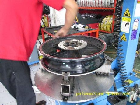 Ganti Ban Michelin Pilot Street Radial buat Yamaha New Vixion di Mitra Ban Solo 05 Pertamax7.com