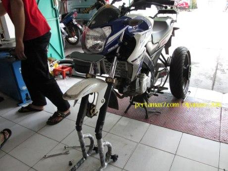 Ganti Ban Michelin Pilot Street Radial buat Yamaha New Vixion di Mitra Ban Solo 07 Pertamax7.com