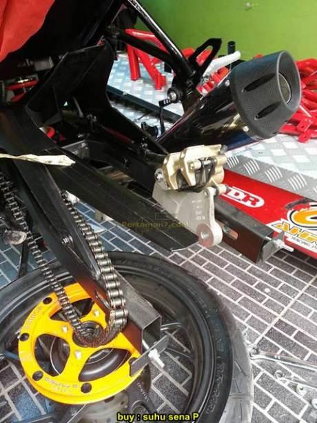 Gilee Honda CB150R facelift langsung di modif buat Free Style pas Launching 05 pertamax7.com