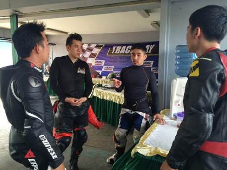 Harlan Fadillah memberikan coaching clinic di Yamaha Track Day kedua di Sentul International Circuit (2)