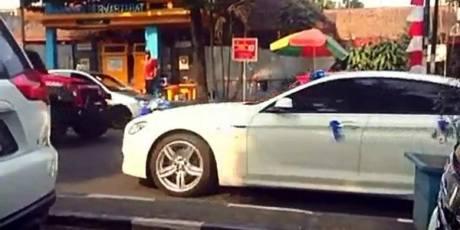 Heboh Mobil Patwal Polisi Kawal Mercy Pengantin Lawan Arah di Bandung pertamax7