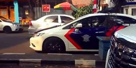 Heboh Mobil Patwal Polisi Kawal Mercy Pengantin Lawan Arah di Bandung