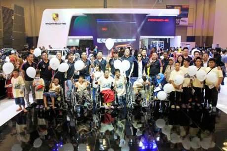 Intip CSR PT. Eurokars Artha Utama dan Porsche Club Indonesia donasi 60 kursi roda ke Yayasan Maria Monique 01 pertamax7.com