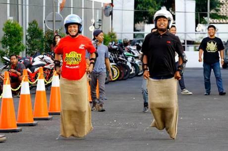 Anggota Paguyuban Streetfire Jateng-Jogja (PSJJ) dan Paguyuban Motor Honda Yogyakarta (PMHY) menjalin keakraban bersama melalui aneka lomba 17-an.  Selain untuk menjalin keakraban, perlombaan ini juga dilakukan untuk memberikan nuansa nostalgia akan serunya permainan tradisional.
