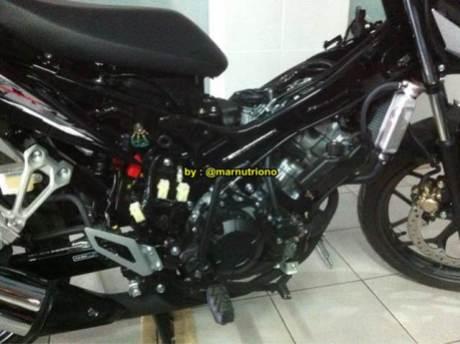 Kala New Honda Sonic 150R  Dibongkar Mesin Nampak Besar Nan Padat 02 Pertamax7.com