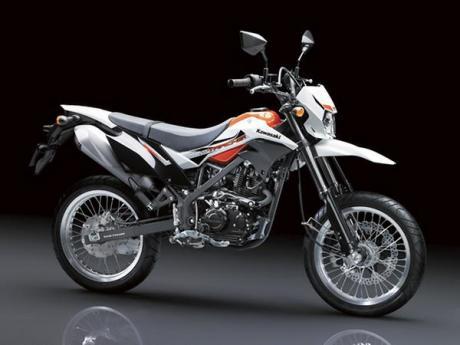 Kawasaki Luncurkan New D-Tracker 150 bervelg Ring 17 Lebar, makin Macho 04 Pertamax7.com