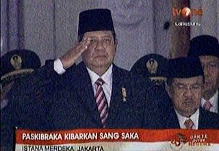 Kenapa Ya Wakil Presiden Jusuf Kalla Tidak Hormat Bendara Saat Upacara di Istana Negara