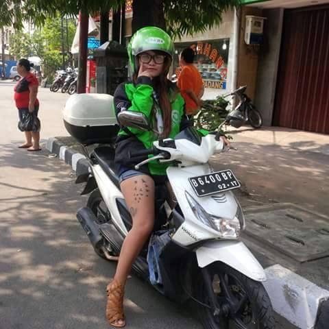 Lady Biker Honda BeAT jadi Armada Gojek ini jadi Perbincangan Hangat
