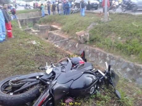 Ngeri, Kecelakaan Yamaha R25 shock Sampai Putus VS Mocin Remuk di Batam 00 pertamax7.com