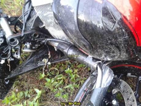 Ngeri, Kecelakaan Yamaha R25 shock Sampai Putus VS Mocin Remuk di Batam 01 pertamax7.com