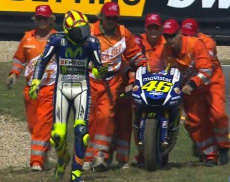 rossi crash motogp ceko 2015