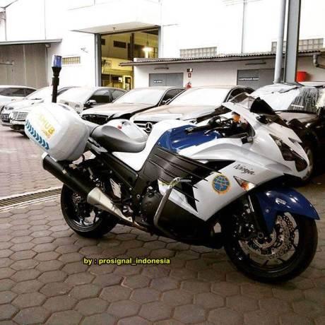 Serem Dinas Perhubungan Bandung Pakai Kawasaki Ninja ZX-14R Kencang 03 pertamax7.com